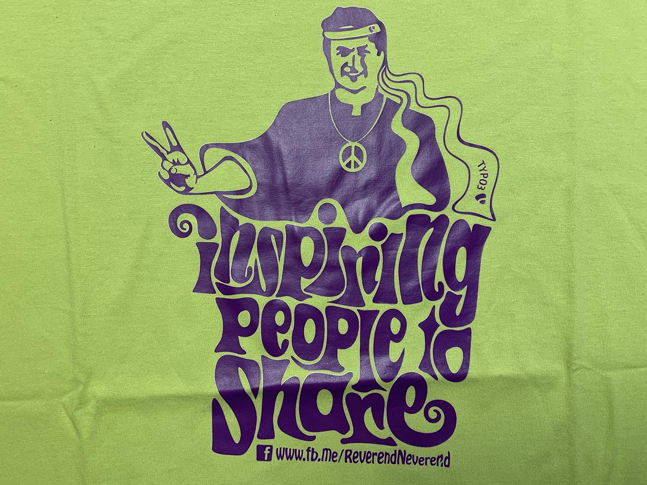 "Hellgrünes ""Inspiring People to Share""-Shirt"